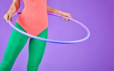 ¿Cómo aprender a jugar hula hula en la cintura?